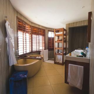 1_Villa-Bathroom-